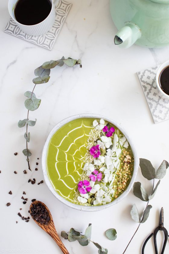 fruit free smoothie, fructose free smoothie, green smoothie, smoothie bowl recipe, avocado smoothie bowl, Modern Food Stories, Paleo Crust