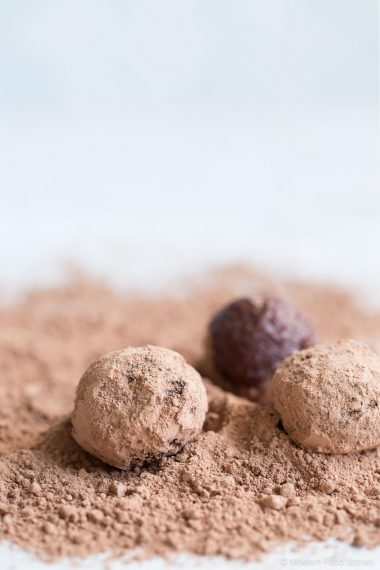 sugar free truffles, sugar free chocolate, healthy chocolate, chocolate orange truffles, dairy free chocolate recipe, bliss balls, energy ball recipes, chocolate orange energy balls, chocolate orange bliss balls, refind sugar free chocolate, Paleo Crust, AIP, Modern Food Stories, healthy treats, sugar free chocolate recipes, bliss balls, raw chocolate