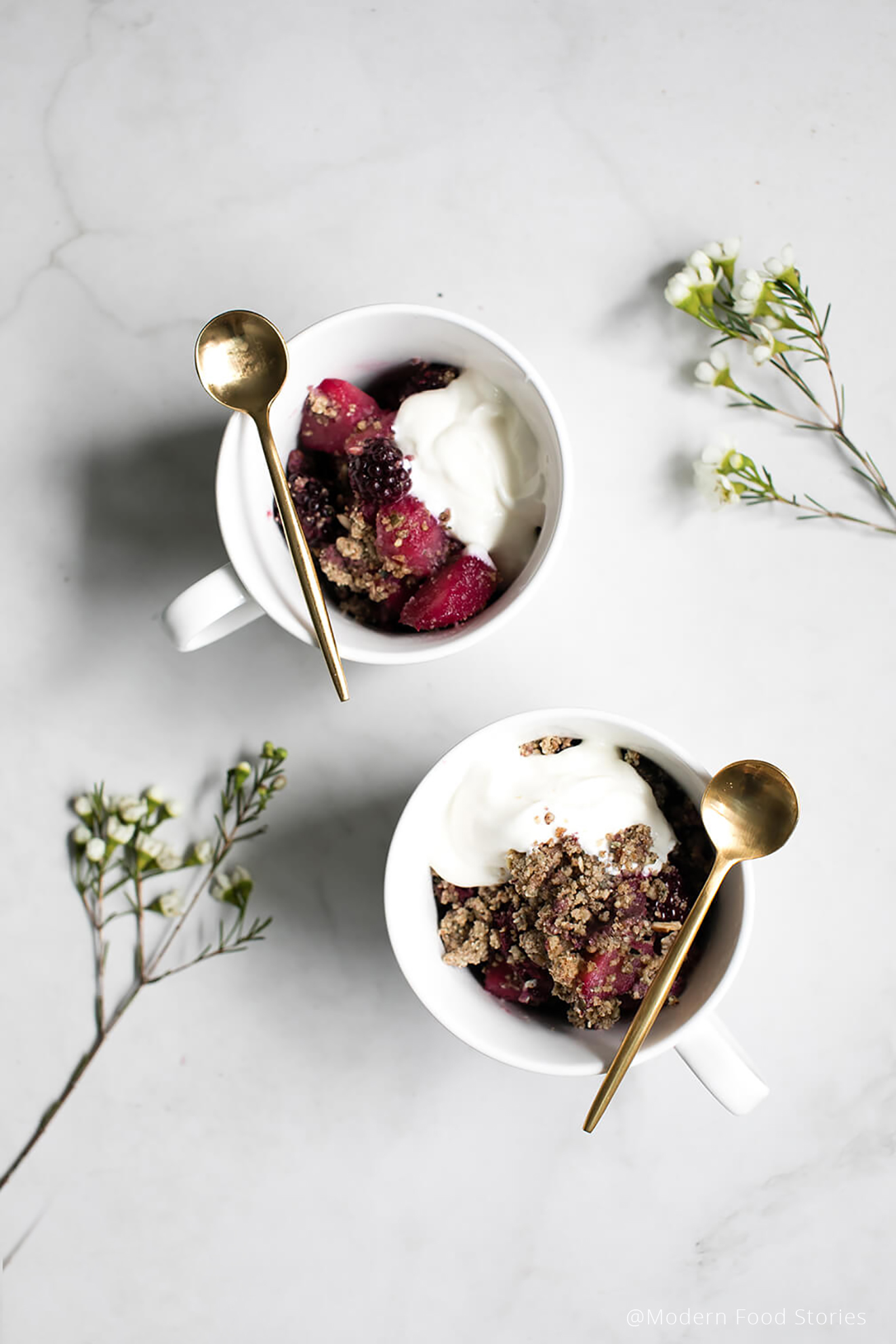 Paleo Crust, Paleo recipes, Keto recipes, low carb recipes, Pear and blackberry crumble, blackberry crumble, Gluten free crumble, grain free blackberry crumble, Paleo crumble, Paleo, Keto, Paleo recipes, Keto recipes, Whole30 crumble, I quit sugar recipes, Modern Food Stories, food photographer, food photography