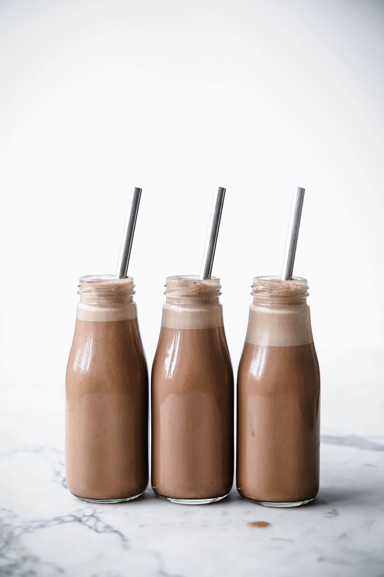 1 Minute Vegan Chocolate Hazelnut Milk