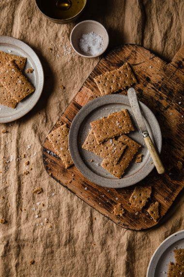 5-Ingredient Keto Vegan Cauliflower Crackers